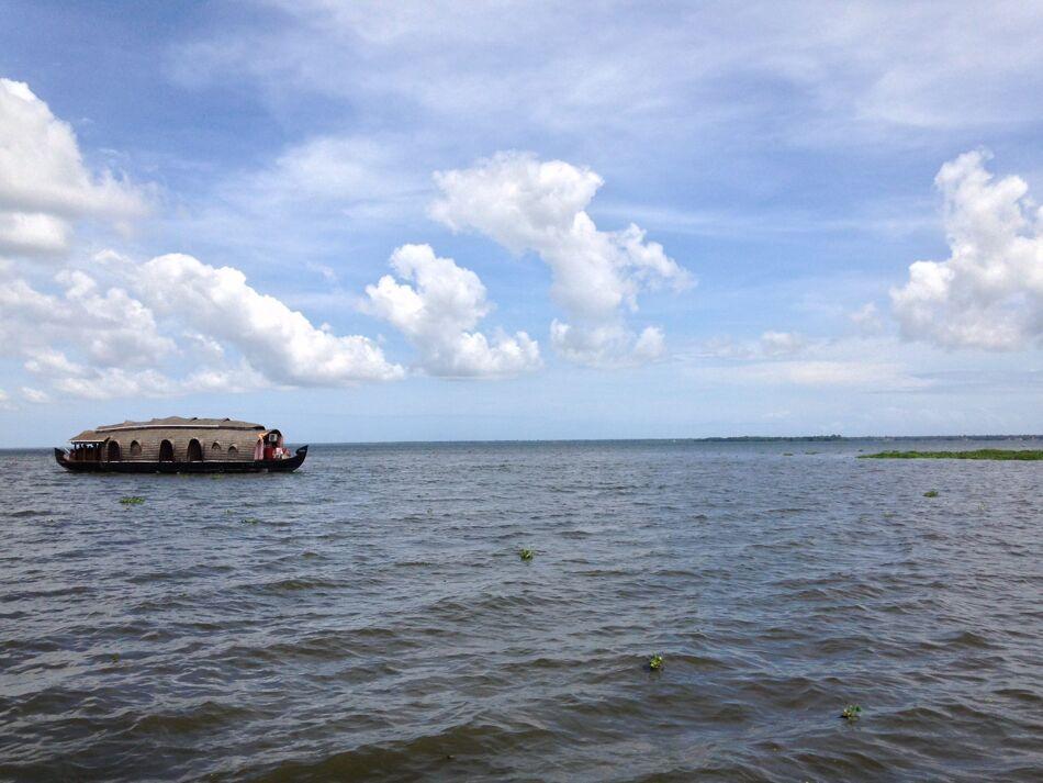 Houseboat in Lake Free Photo 1